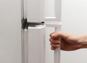 Регулируем двери холодильных камер